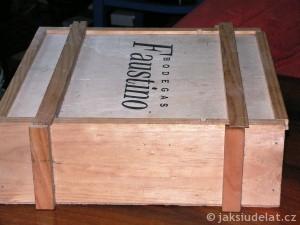 Bedýnky by měla být dřevěná a prodyšná. Třeba ta, co zbyla od vína.