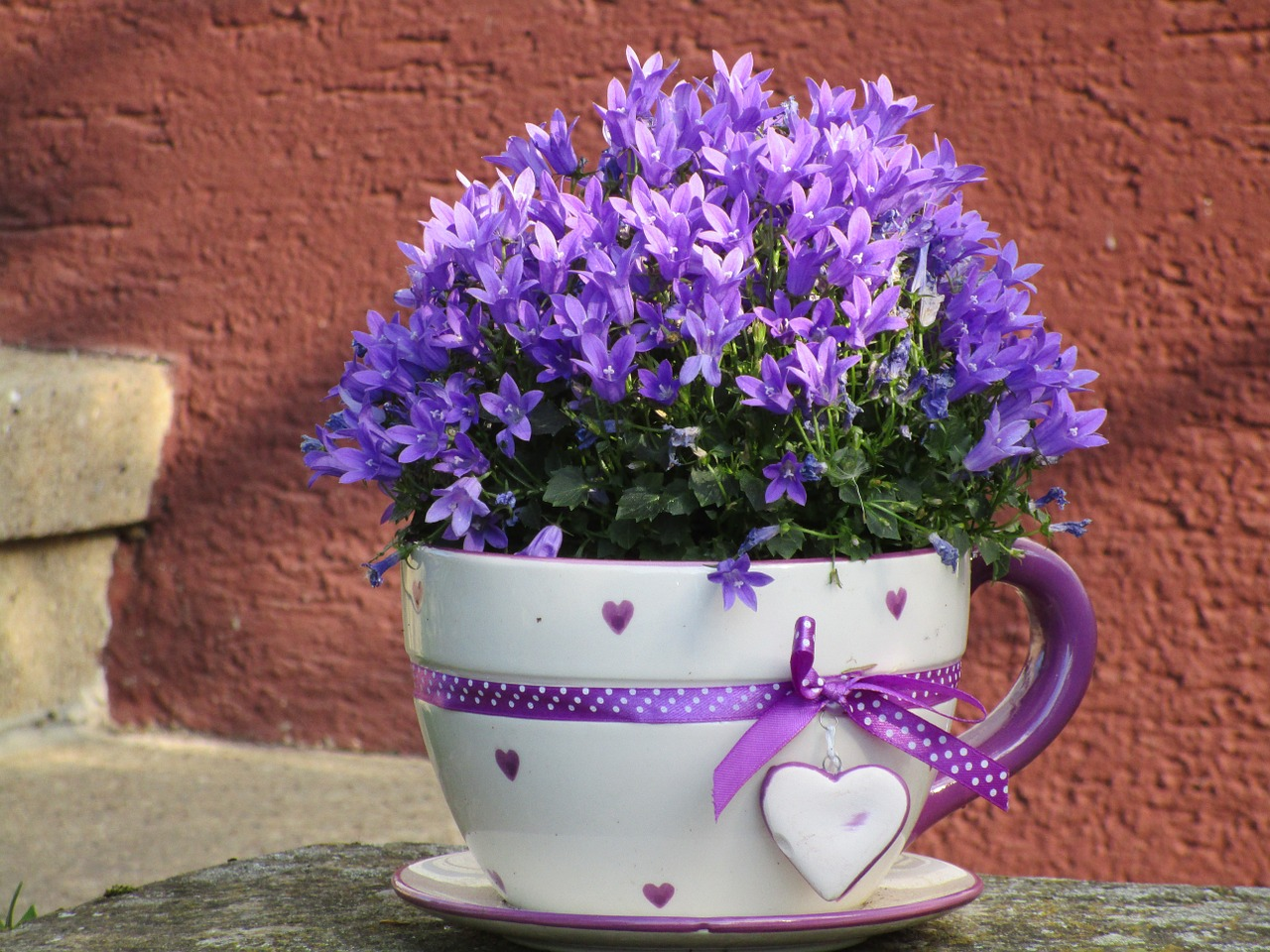 kvetinac-dekorace-zvonek